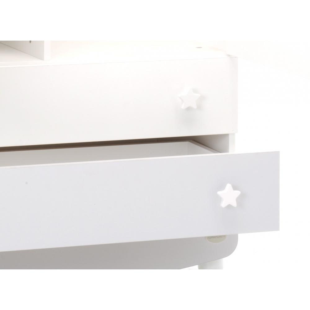 Spaziosi cassetti, ampi vani e piani regolabili con barre appendiabiti
